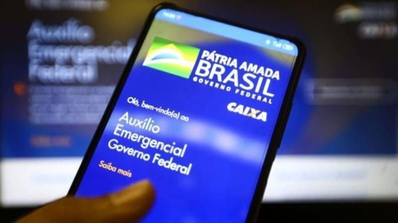 Bolsonaro diz que extensão do Auxílio Brasil e preço do diesel podem ser resolvidos nesta semana
